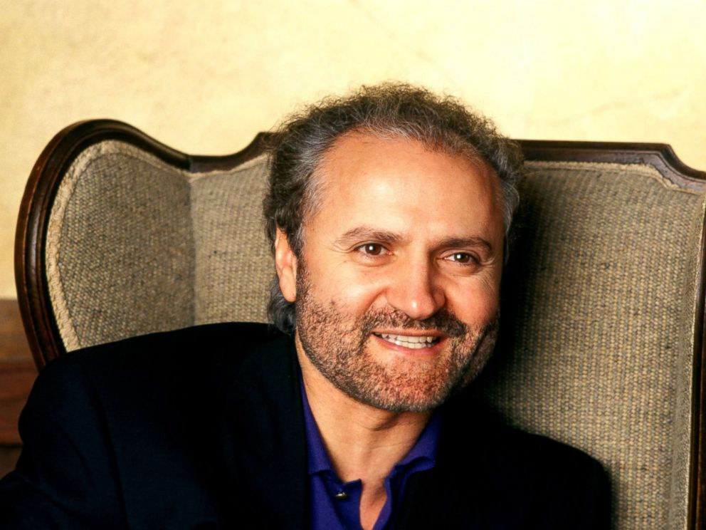 gianni versace In 1997, andrew cunanan, a 27-year-old gay man, shot and killed the designer gianni versace in front of his south beach mansion, at the end of a murder spree that had already left four men dead upon executing the famous versace, a self-made, openly gay italian who had launched a global fashion.